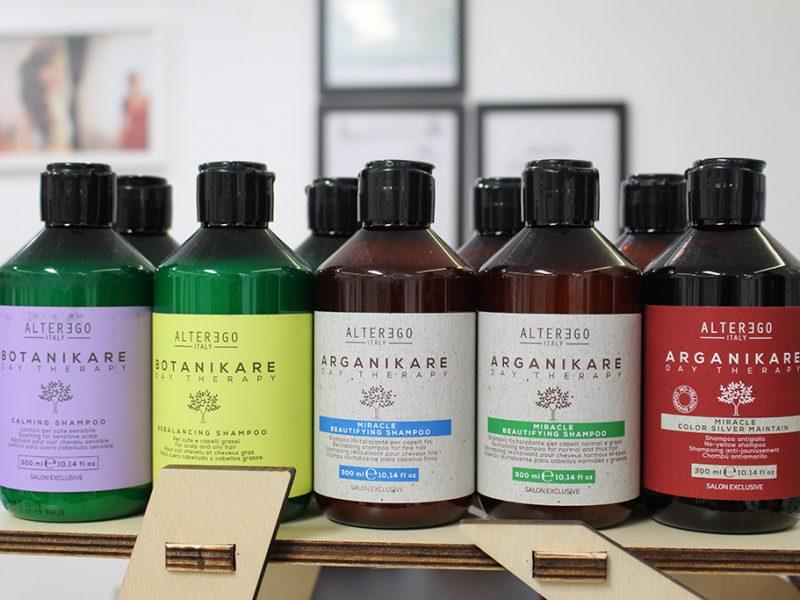 Gama de shampoo ARGANIKARE / BOTANIKARE contine antioxidat special Q 10, anti age restabilind frumusetea si stralucirea parului, se gaseste in diverse sortimente potrivit oricarui tip de par: BEAUTIFYING PAR GROS SI FIN, ENERGIZING, REBALANCING, CALMING.